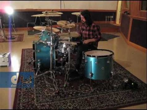 Dave Grohl Plays DW Drums - YouTube