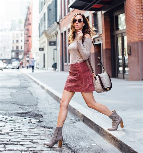 Let's Bring This 70s Revival Mini Skirt Trend Into Fall