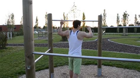 Musculation Parc: Traction nuque barre fixe Lats - YouTube