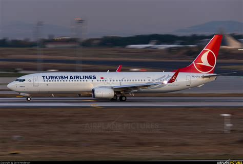 TC-JYJ - Turkish Airlines Boeing 737-900ER at Istanbul